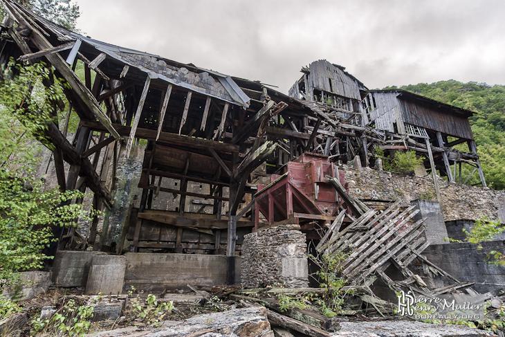 Vue sur la structure du lavoir de minerais de fer en HDR