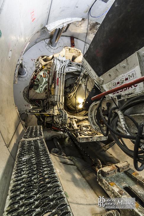 Liaison entre le train suiveur et le tunnelier prenant appuie sur la galerie