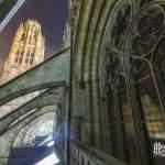 Cathédrale de Rouen de nuit sous les contreforts