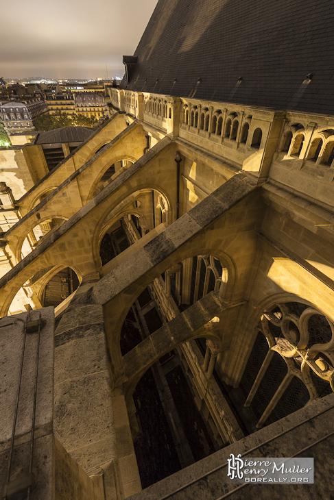 Arcs boutants à double étage et double volée de l'Eglise Saint Eustache à Paris