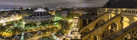 Depuis le chemin de ronde de l'Eglise Saint Eustache, la vue sur la Bourse du Commerce de Paris les Halles et sa coupole....