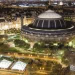 Bourse du Commerce de Paris et les jardins des Halles de nuit
