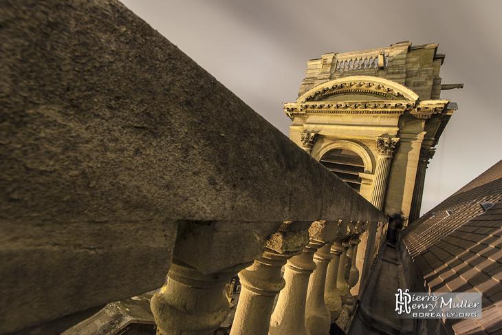 Chemin de ronde sur le toit de l'Eglise Saint Eustache de nuit