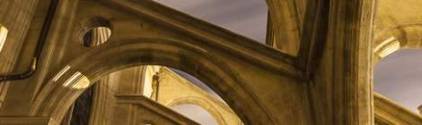 Contreforts et arcs boutants de l'Eglise Saint Eustache de nuit....