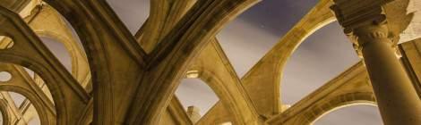 Multiple arcs boutants des contreforts de l'Eglise Saint Eustache de nuit....