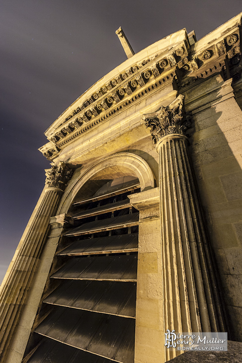 Tour clocher nord de l'Eglise Saint Eustache de nuit
