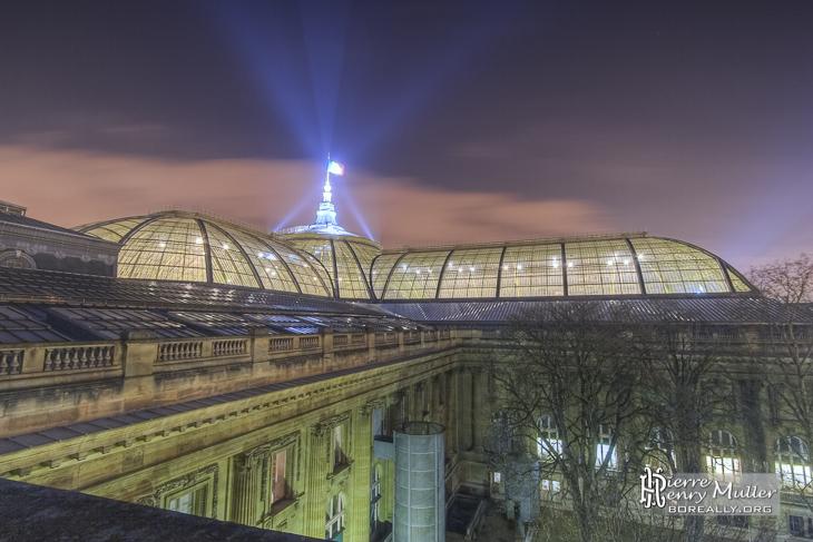 Verrière et toit du Grand-Palais de nuit en TTHDR