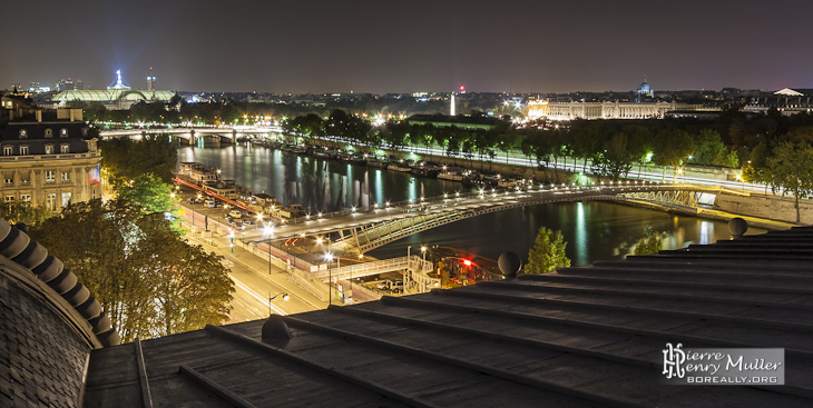 La Seine, Paris, le Grand Palais vu de nuit du toit du Musée d'Orsay