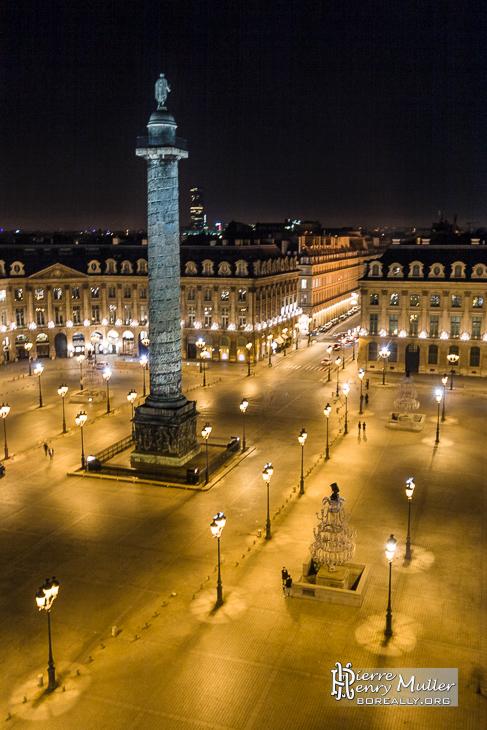 Colonne Vendôme et sa place de nuit - Boreally
