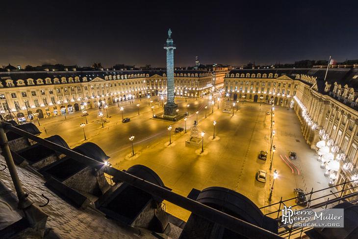 Place Vendôme de nuit depuis les toits de Paris