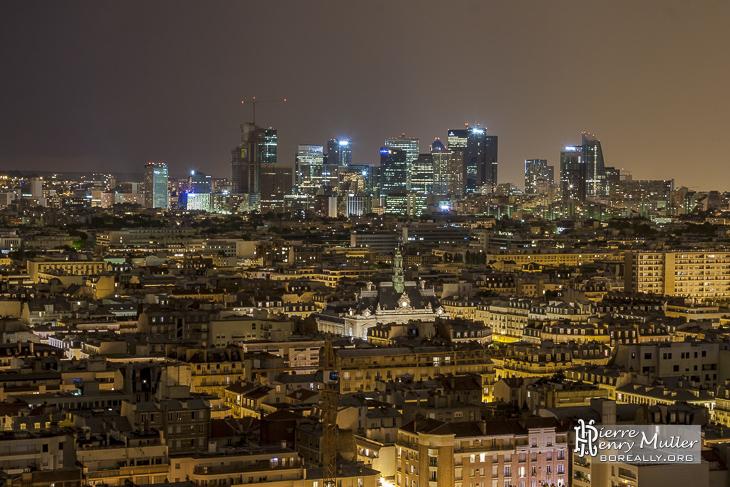 Quartier de la Défense et mairie de Levallois Perret de nuit