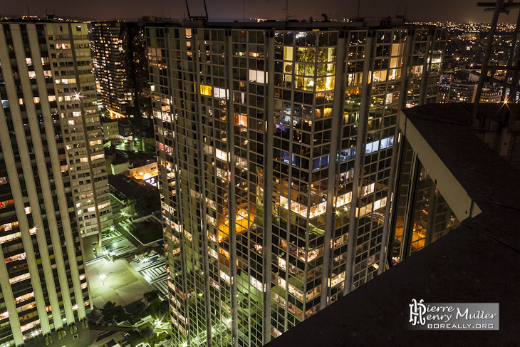 Quartier Beaugrenelle de nuit vue de la tour Paris Côté Seine