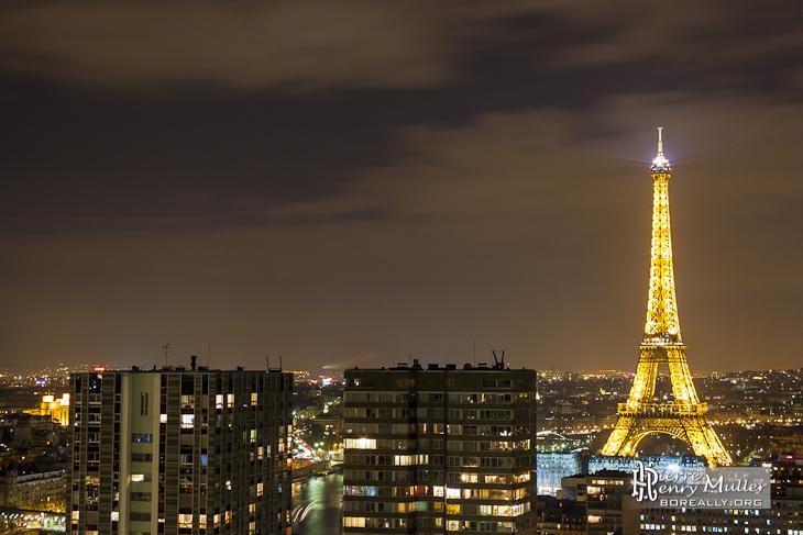 Tour Eiffel De Nuit Vue Depuis Les Toits De Paris C 244 T 233