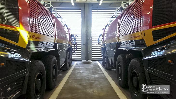 Deux Panther Rosenbauer des pompiers d'Orly