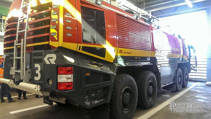 Panther Rosenbauer des pompiers d'Orly prêt au départ