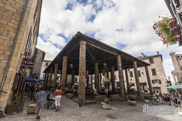 Halle couverte de la cité médiévale de Cordes sur Ciel
