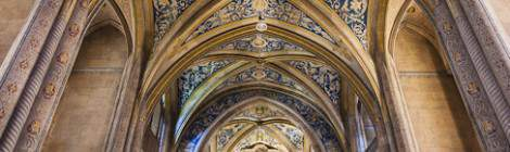 Intérieur de l'église Saint-Michel à Cordes sur Ciel en vue portrait en HDR...