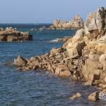 Côte bretonne à l'Ile de Bréhat entre mer et rochers