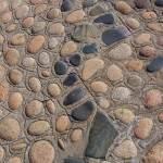 Par terre de galets au pied du phare de l'Ile de Bréhat