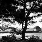 Paysage en noir et blanc du moulin à marée à l'Ile de Bréhat