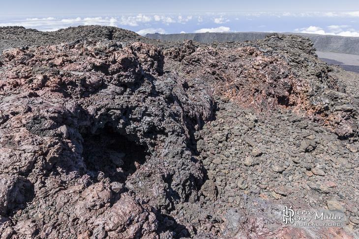 Bouche volcanique à proximité du sommet du Piton de la Fournaise