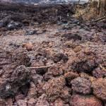 Cailloux de roche volcanique sur la coulée de lave 2007