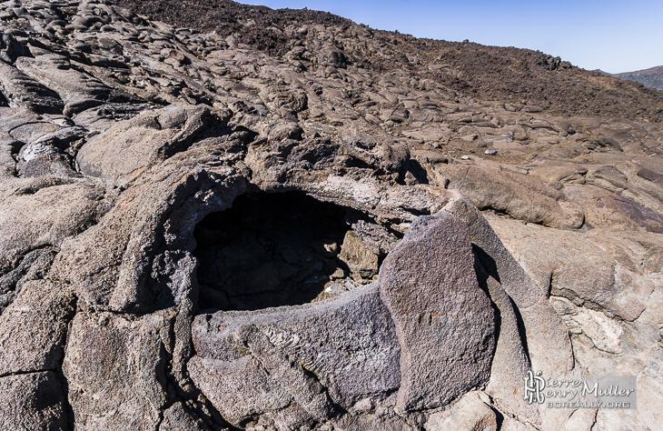 Cavité de roche volcanique formé par une bulle de lave