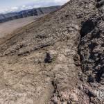 Faille et coulée de lave sur les pentes du Piton de la Fournaise