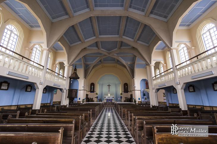 Notre Dame des Neiges vue de l'intérieur dans le cirque Cilaos