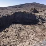 Petit cratère de lave au pied du Piton de la Fournaise