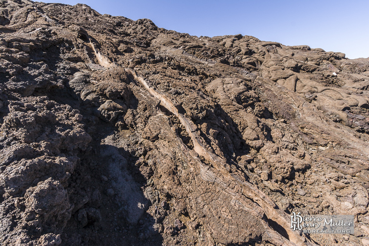 Petit ruisseau de lave sur les pentes du Piton de la Fournaise
