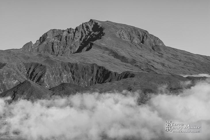 Piton des Neiges en TTHDR Noir et Blanc à la Réunion