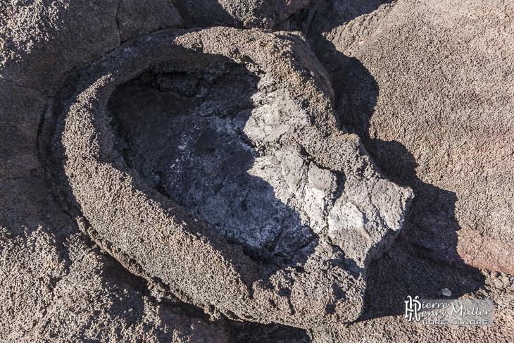 Point de sortie de lave formant un creuset