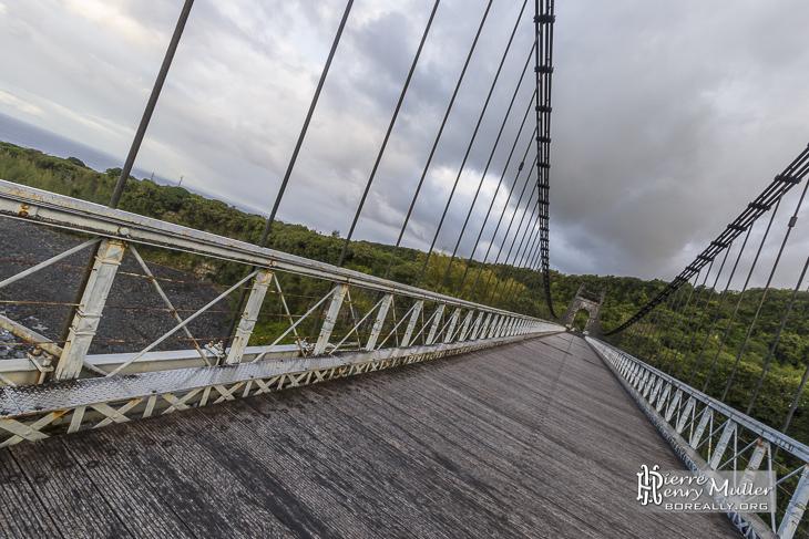 Pont suspendu de la rivière de l'Est à la Réunion