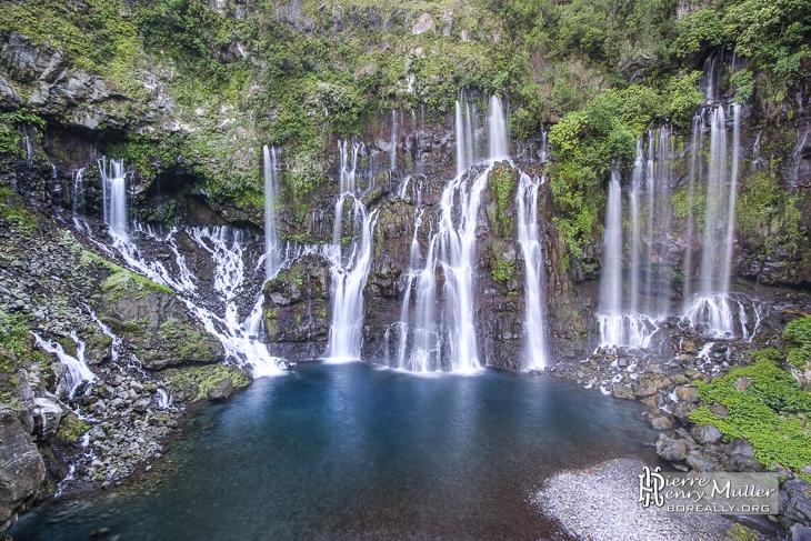 Résurgence et cascade du Grand Galet sur l'île de la Réunion en HDR