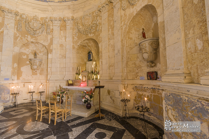 Autel de la chapelle au second étage du phare de Cordouan